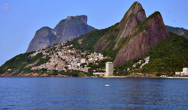 Take a tour to the Morro 2 Irmãos and see the amazing view
